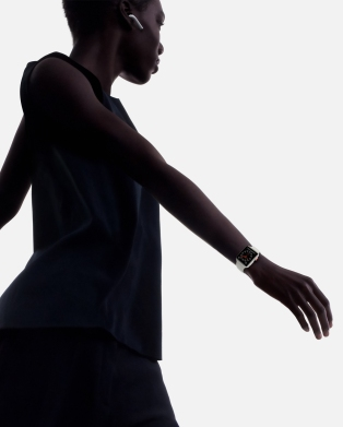 watch-series-3-walking-wristshot